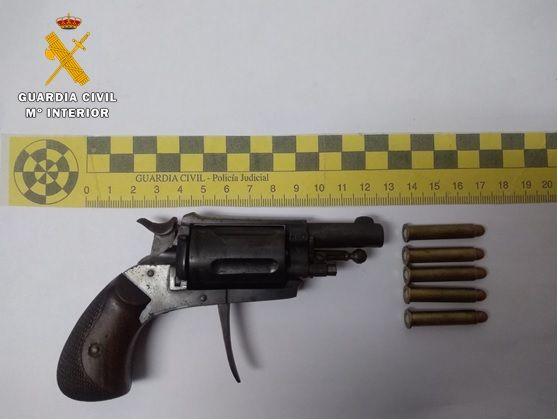 La Guardia Civil detiene a un ciudadano portugués por tenencia de un revólver