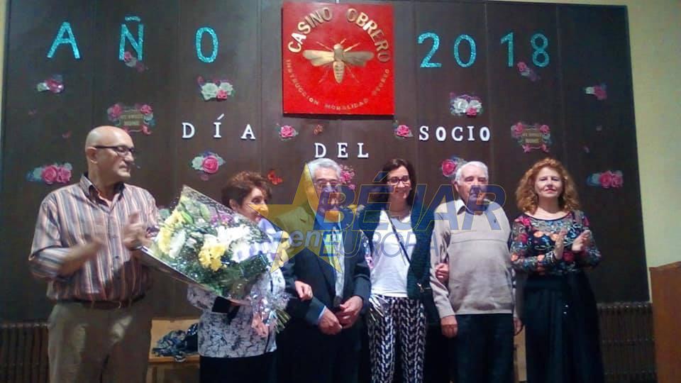 Estanislao Sánchez Matas y José Rodríguez Domínguez reciben las Insignias de Honor del Casino Obrero