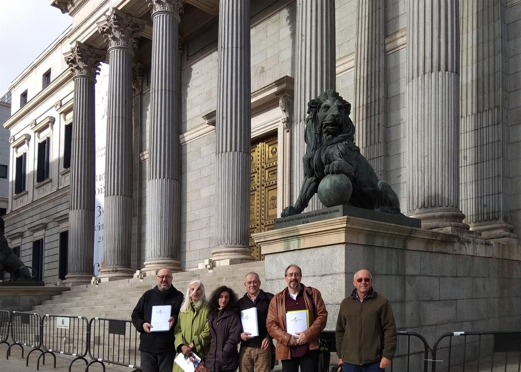 Miembros de la Plataforma de defensa del Bosque de Béjar y de San Gil, en el Congreso de los Diputados