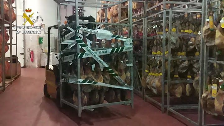 La Guardia Civil desmantela una organización dedicada a la venta de productos cárnicos falsificados
