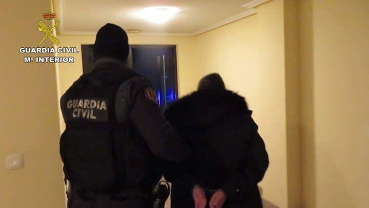 La Guardia Civil detiene a tres personas y recupera a dos menores sustraídos