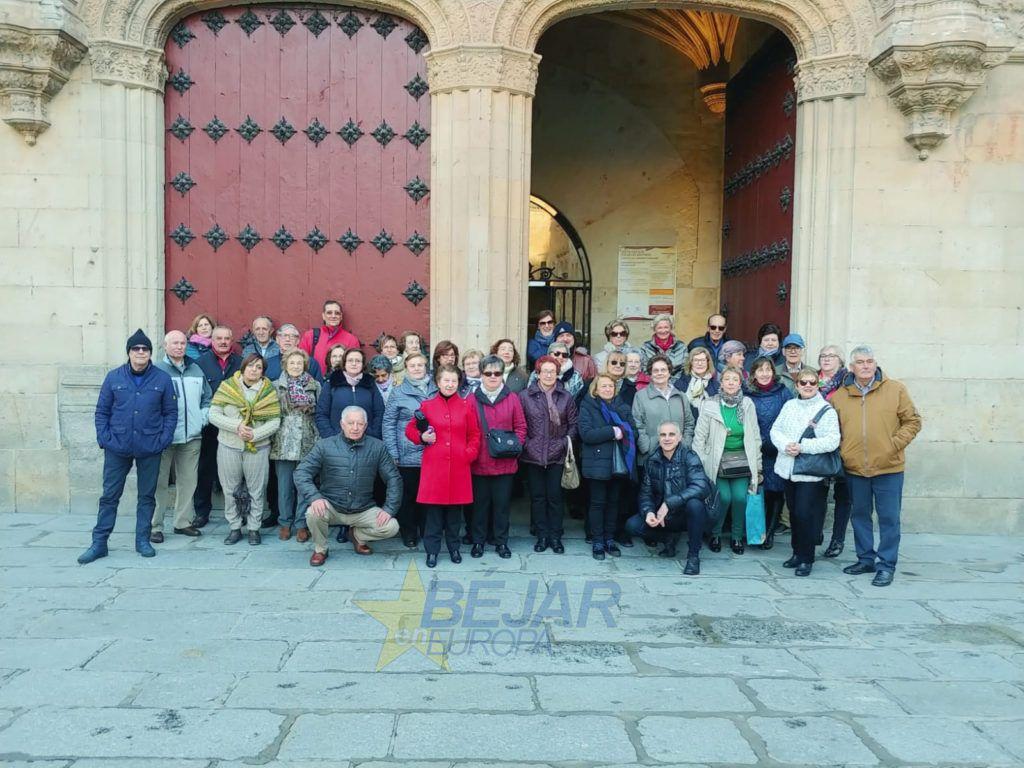 Estudiantes de Béjar de la Universidad de la Experiencia visitan la Universidad de Salamanca
