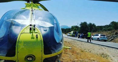 Fallecen los dos ocupantes de una moto al chocar contra un turismo