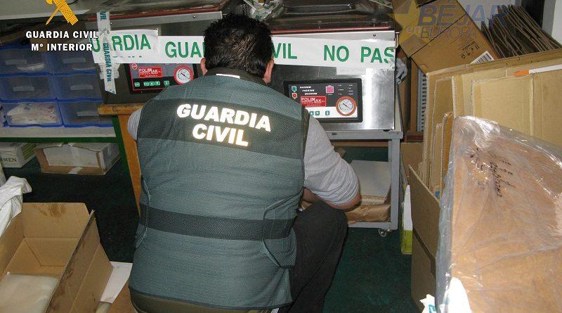 La Guardia Civil investiga a dos varones por un delito contra la salud pública en la cadena alimentaria
