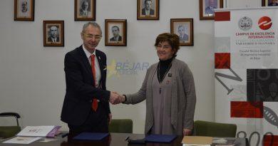 La Usal y el AytoBejar firman un convenio de colaboración e inauguran una exposición sobre las relaciones de Unamuno con la ciudad de Béjar