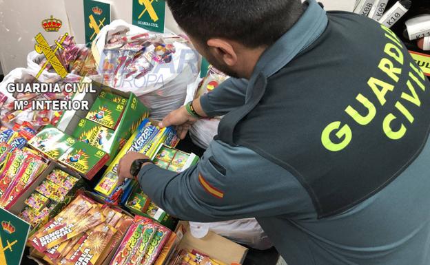 La Guardia Civil incauta 25.000 artificios pirotécnicos en la provincia de Salamanca
