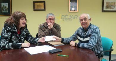 Cáritas recibe un cheque de 512 € por la Campaña de Navidad de la Hermandad de Jesús Nazareno y Ntra. Sra. de las Angustias