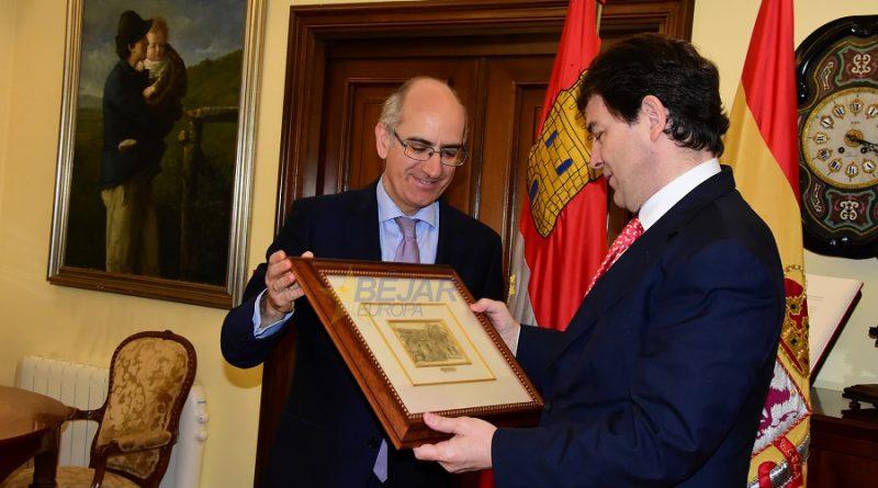 El presidente de la Junta de CyL visita la Diputación de Salamanca