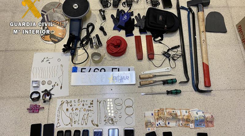 La guardia civil desarticula un grupo criminal dedicados al robo con fuerza en las cosas en domicilios